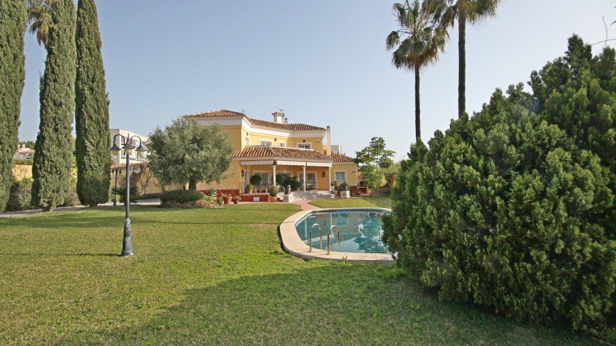 Lujosa villa independiente en benalmadena , vistas depejadas al mar junto puerto marina - imagenInmueble0