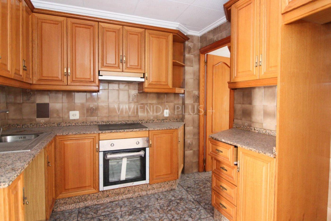 Vivienda en carrus de 3 dormitorios , baño comedor y cocina con office, inmueble de banca