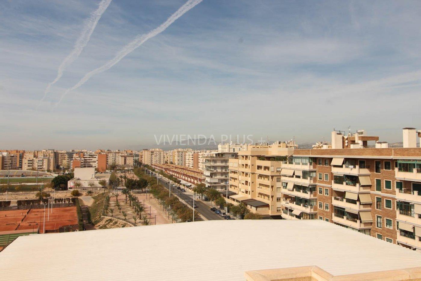 Fantástica vivienda en zona universidad Kelme con vistas maravillosas en urbanización con piscina