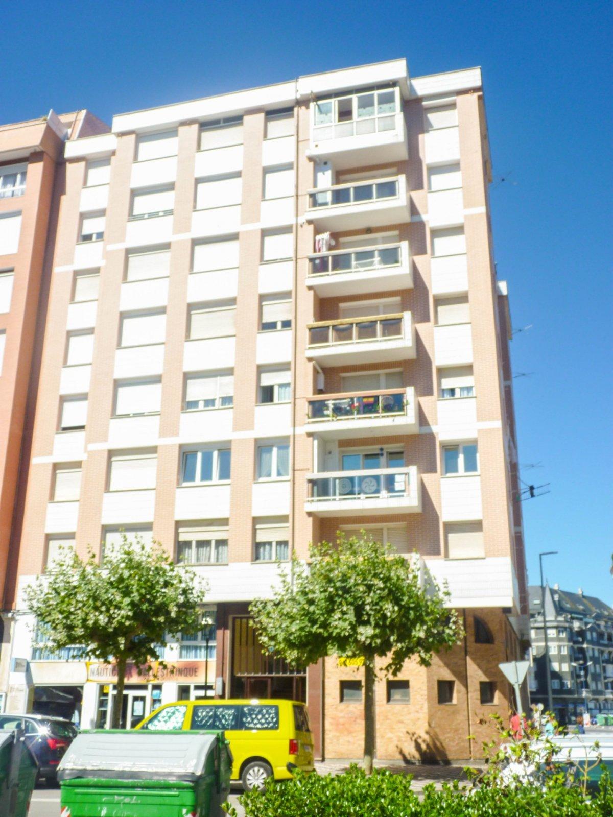 Piso en venta en Laredo  de 3 Habitaciones, 1 Baño y 84 m2 por 169.000 €.