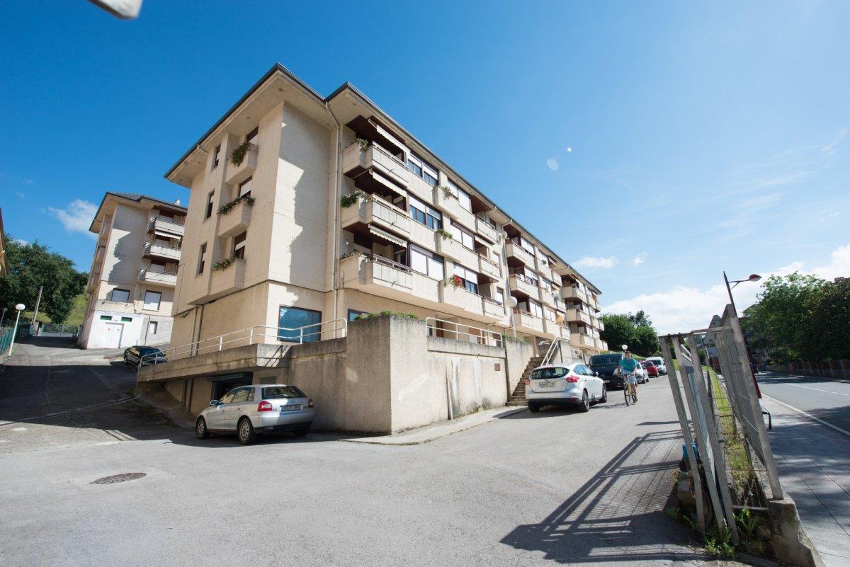 Piso en venta en Ampuero  de 3 Habitaciones, 2 Baños y 102 m2 por 80.000 €.