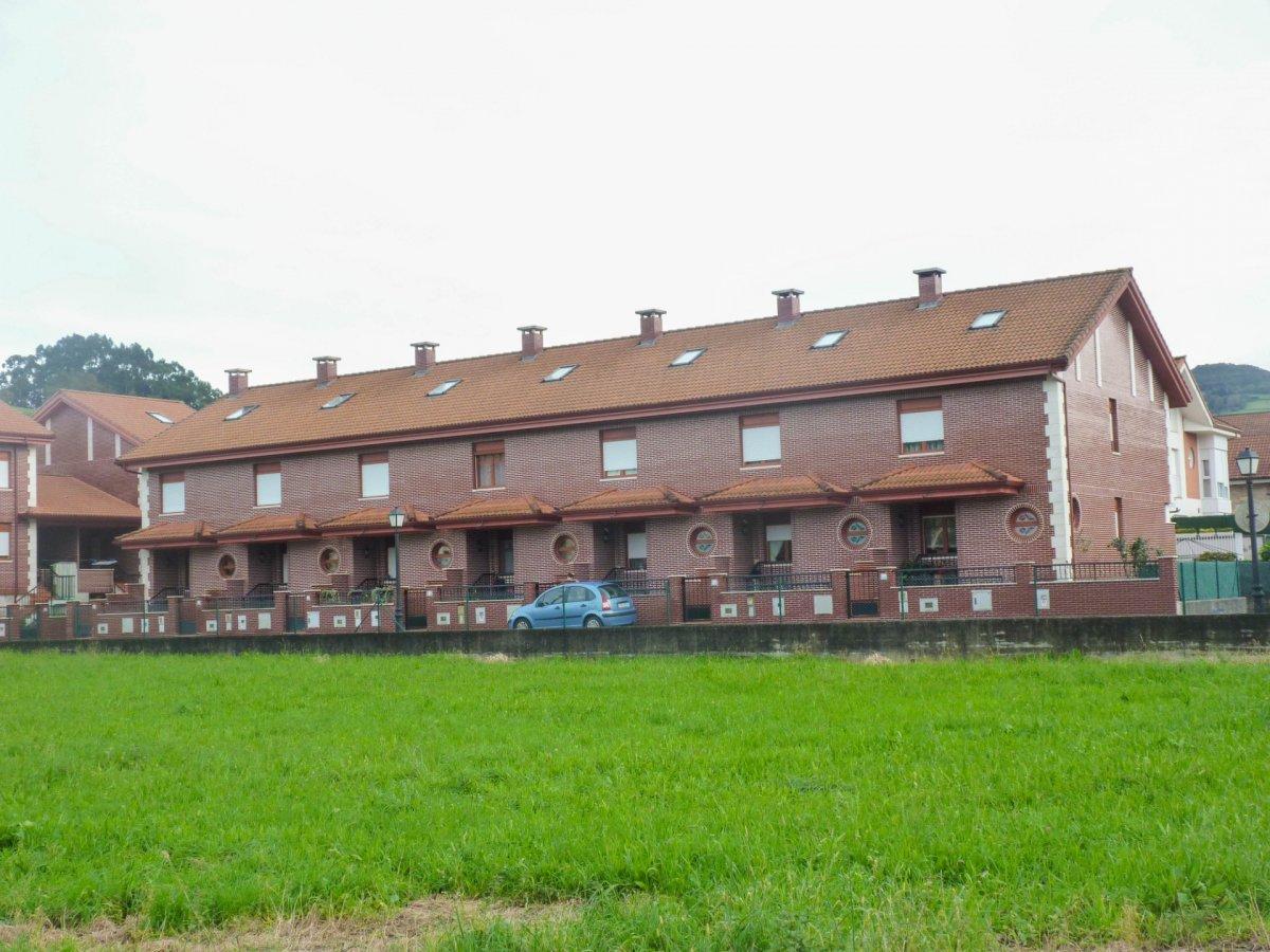 Adosado en venta en Ampuero  de 3 Habitaciones, 2 Baños y 126 m2 por 155.000 €.