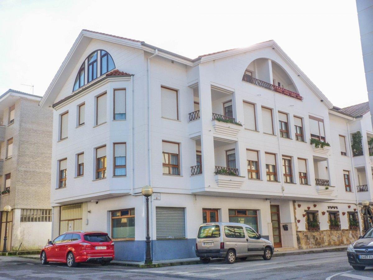 Piso en venta en Ampuero  de 3 Habitaciones, 1 Baño y 145 m2 por 87.000 €.