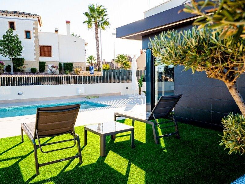 Villas unifamiliares con piscina privada cerca de campo de golf - Keysol Property S.L.