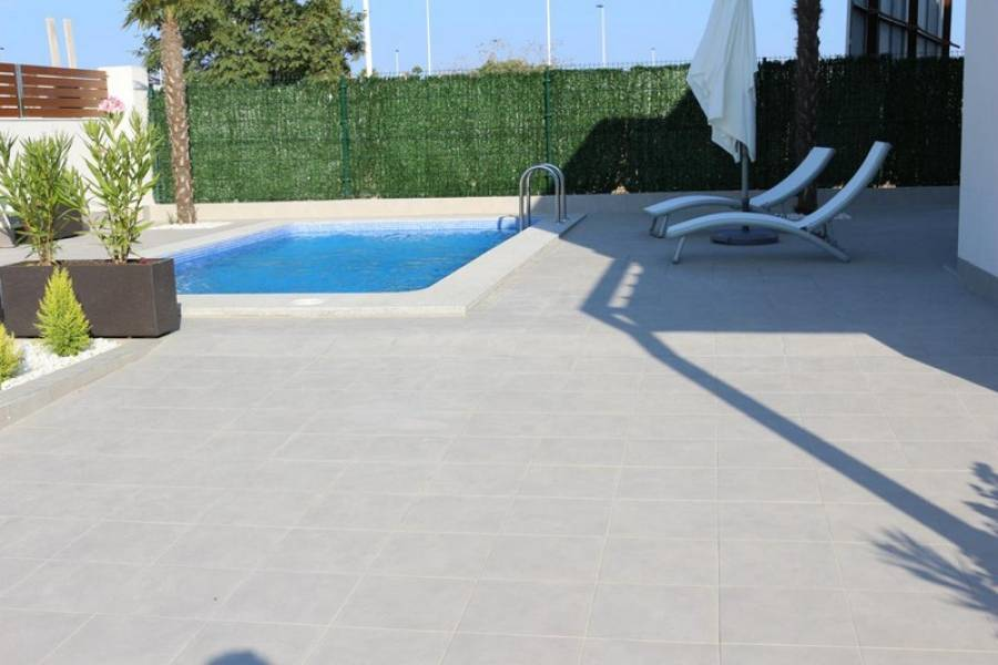 Villa with basement in residential area of Torrevieja - Keysol Property S.L.