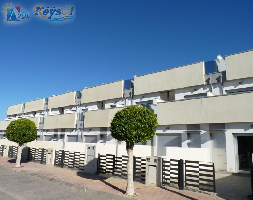 Modern townhouses near beach and amenities - Keysol Property S.L.