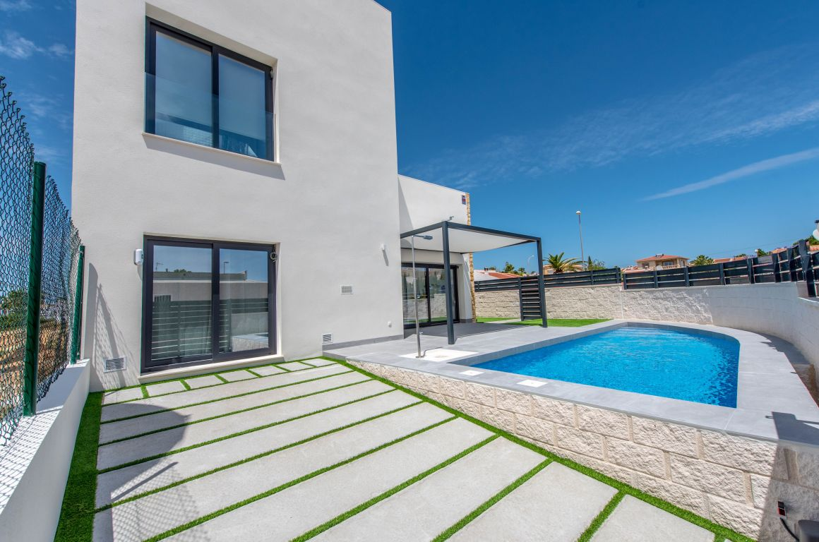 Modern detached villa with private pool - Keysol Property S.L.