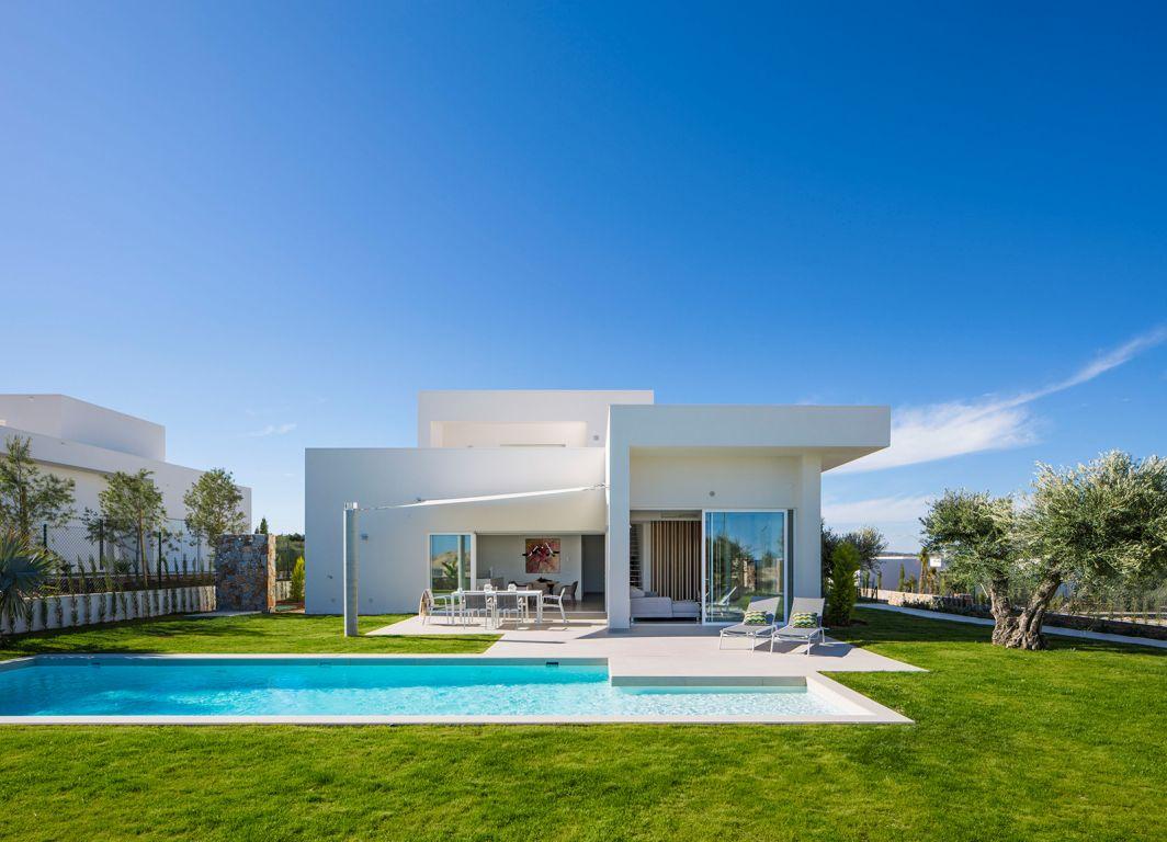 Villa independiente con piscina frente a campo de golf - Keysol Property S.L.