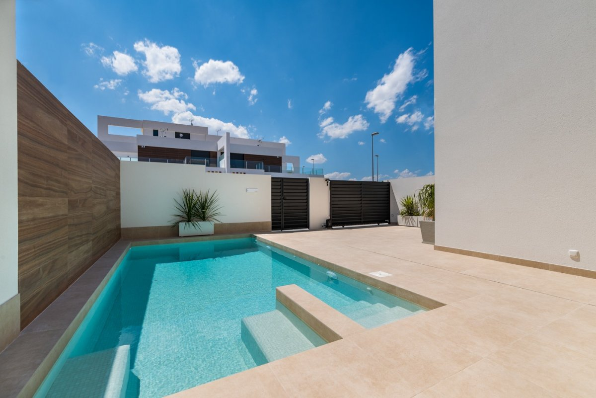 Detached villas in a modern style in a privileged area with beautiful views - Keysol Property S.L.