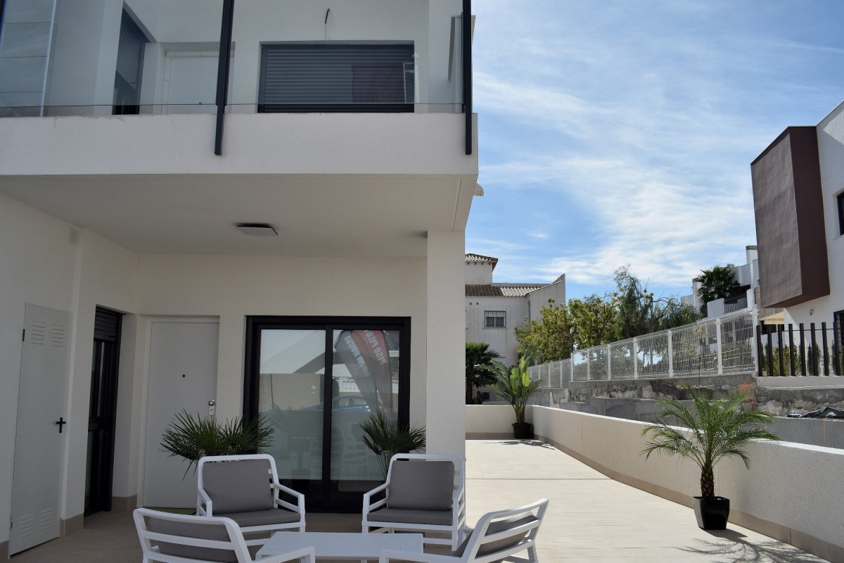 Modern style maisonettes close to the beach and all services - Keysol Property S.L.
