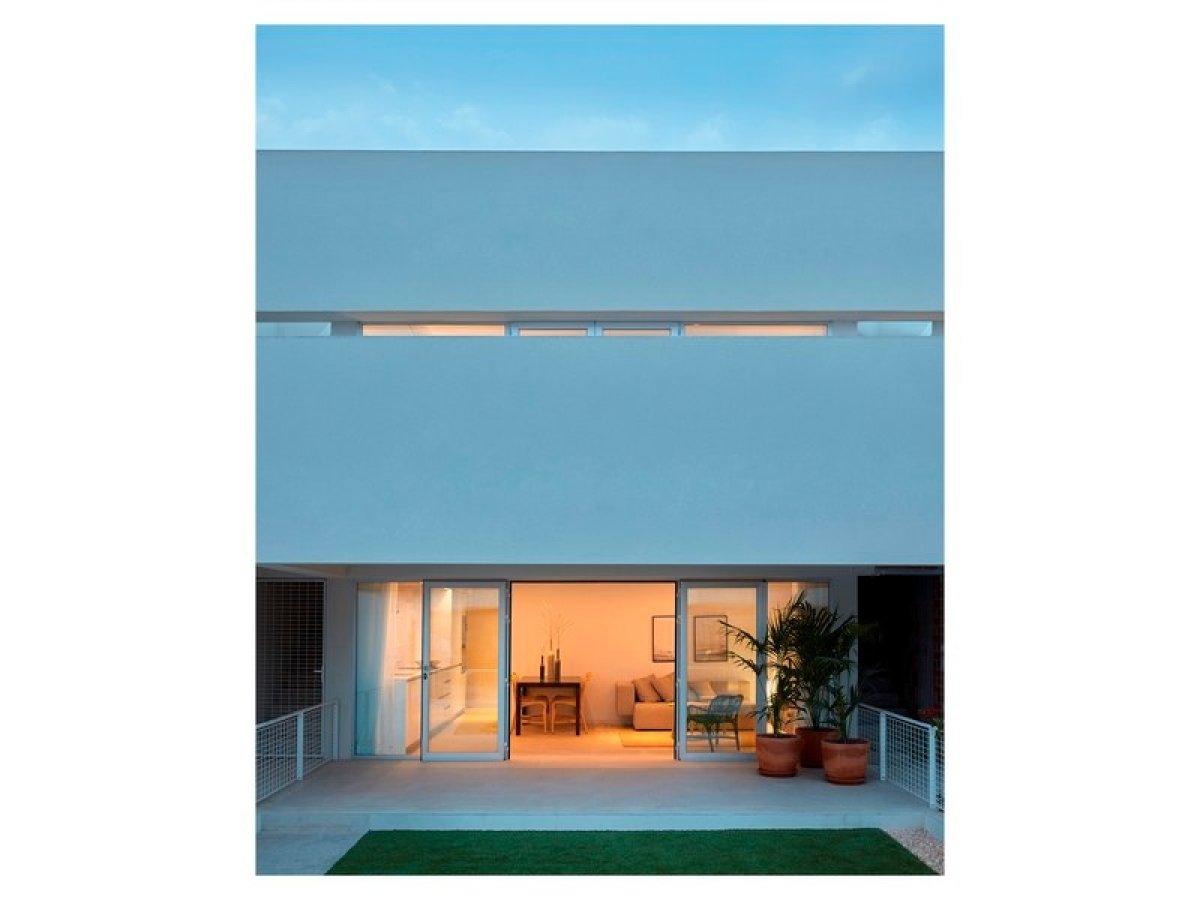 Moderno residencial de apartamentos y piscina comunitaria en Torrevieja - Keysol Property S.L.