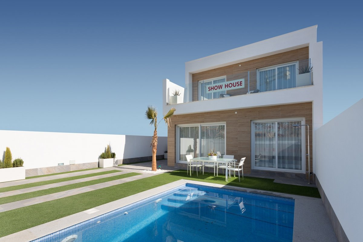Independent villa with swimming pool in Pilar de la Horadada. - Keysol Property S.L.