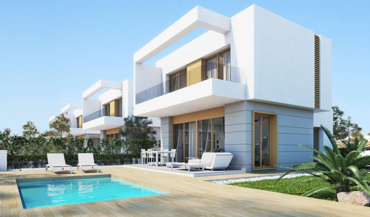 Villa independientes en urbanización junto a campo de golf - Keysol Property S.L.
