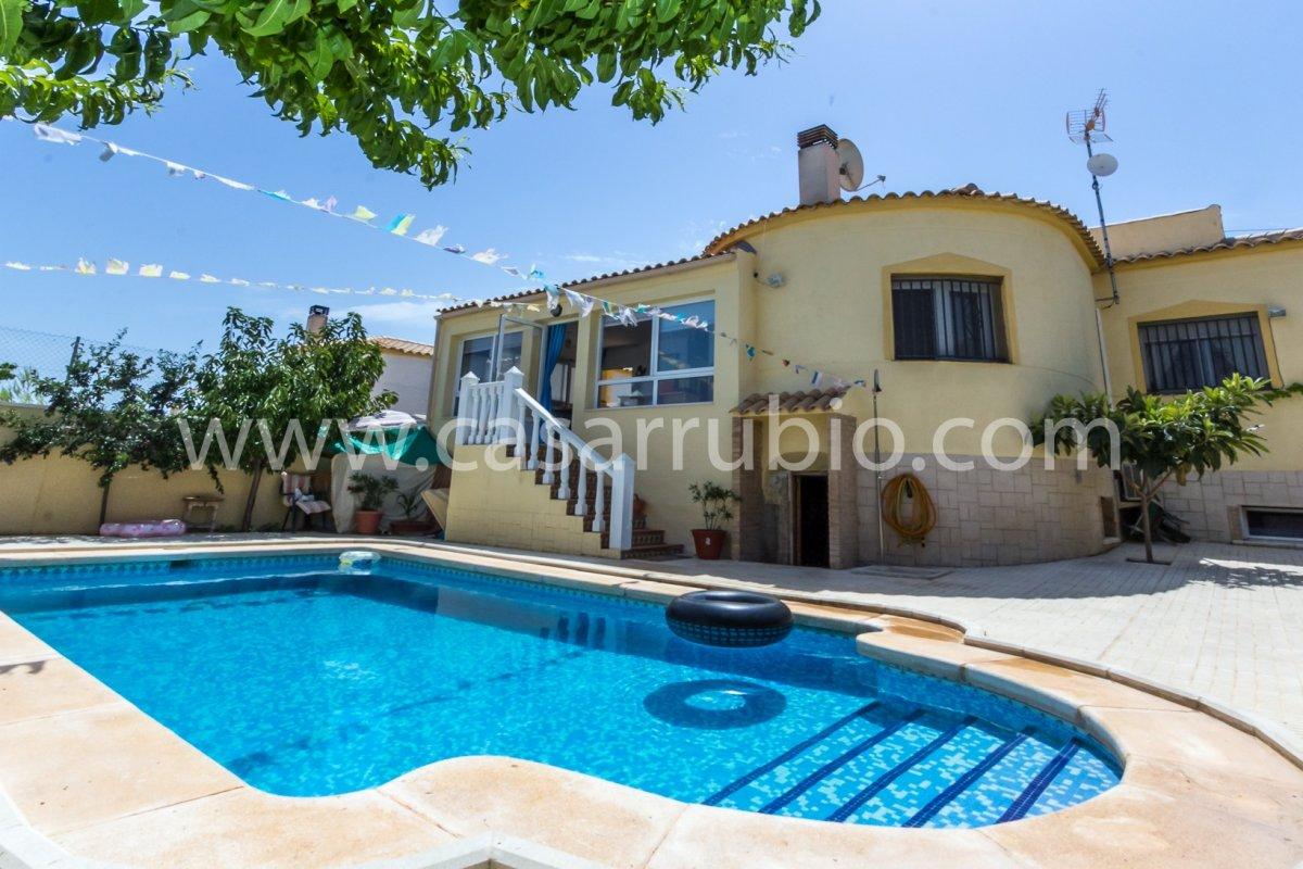 Estupenda casa con piscina en castalla internacional !! - imagenInmueble0