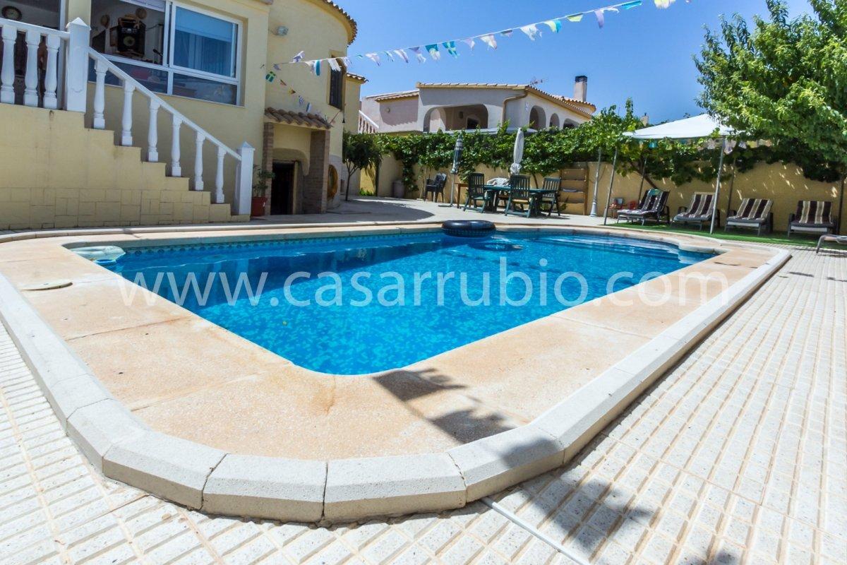 Estupenda casa con piscina en castalla internacional !! - imagenInmueble11
