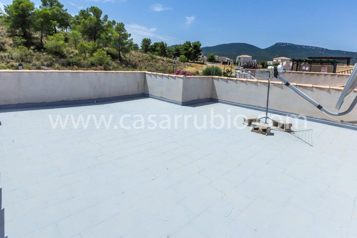 Estupenda casa con piscina en castalla internacional !! - imagenInmueble21