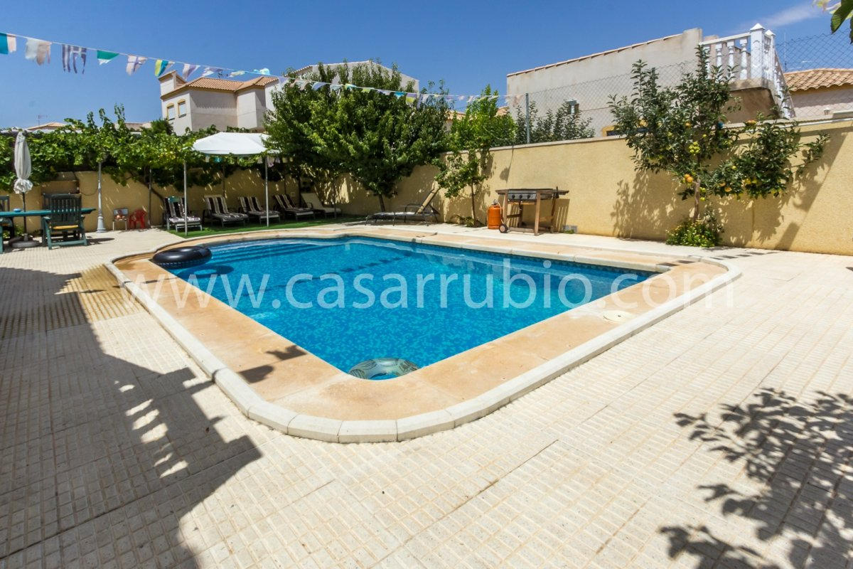 Estupenda casa con piscina en castalla internacional !! - imagenInmueble25