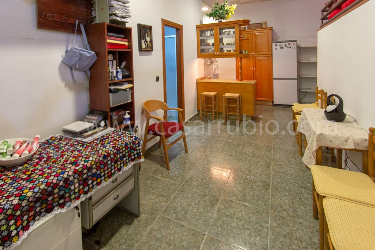 Local disponible en zona del centro, ideal para peluquerÍa!! - imagenInmueble8