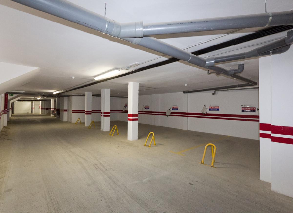 Plaza de parking con trastero cerrado en plaza de las acacias, junto avenida de la paz, - imagenInmueble1