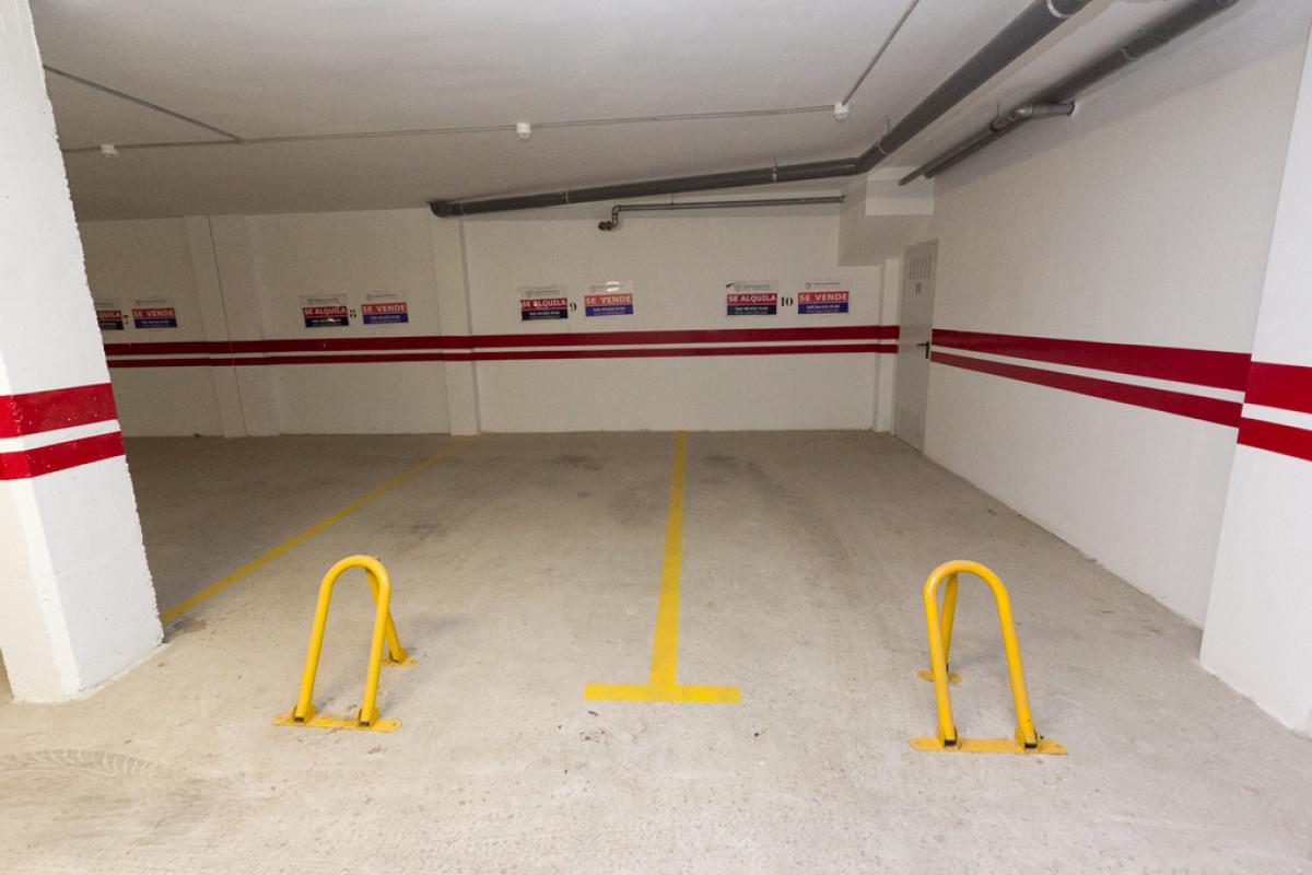 Plaza de parking con trastero cerrado en plaza de las acacias, junto avenida de la paz, - imagenInmueble2
