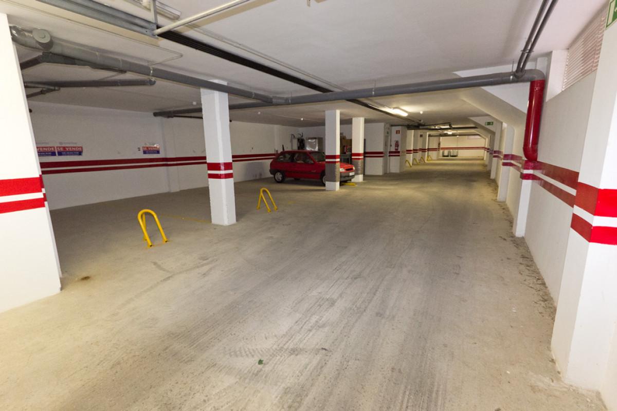 Plaza de parking con trastero cerrado en plaza de las acacias, junto avenida de la paz, - imagenInmueble3