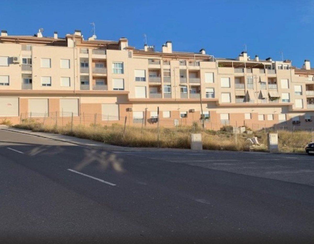 Solar para edificar en zona residencial de onil - imagenInmueble0