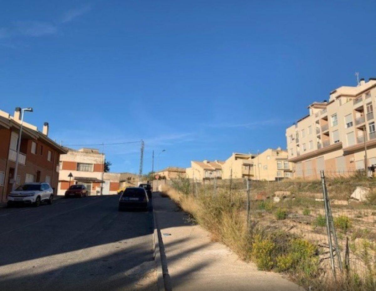 Solar para edificar en zona residencial de onil - imagenInmueble2