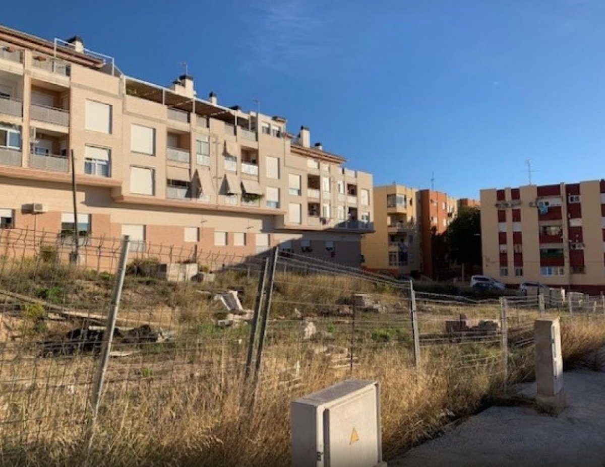 Solar para edificar en zona residencial de onil - imagenInmueble3