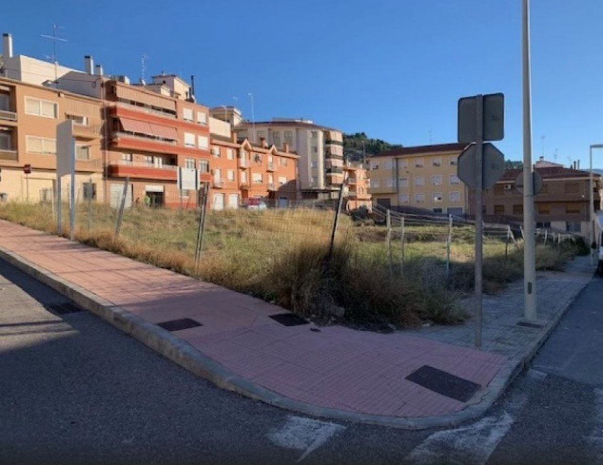 Solar para edificar en zona residencial de onil - imagenInmueble4