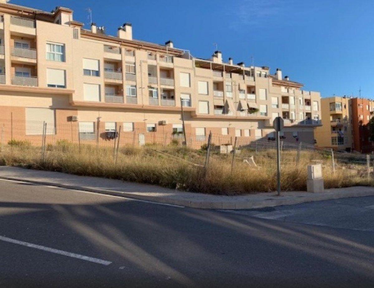 Solar para edificar en zona residencial de onil - imagenInmueble5