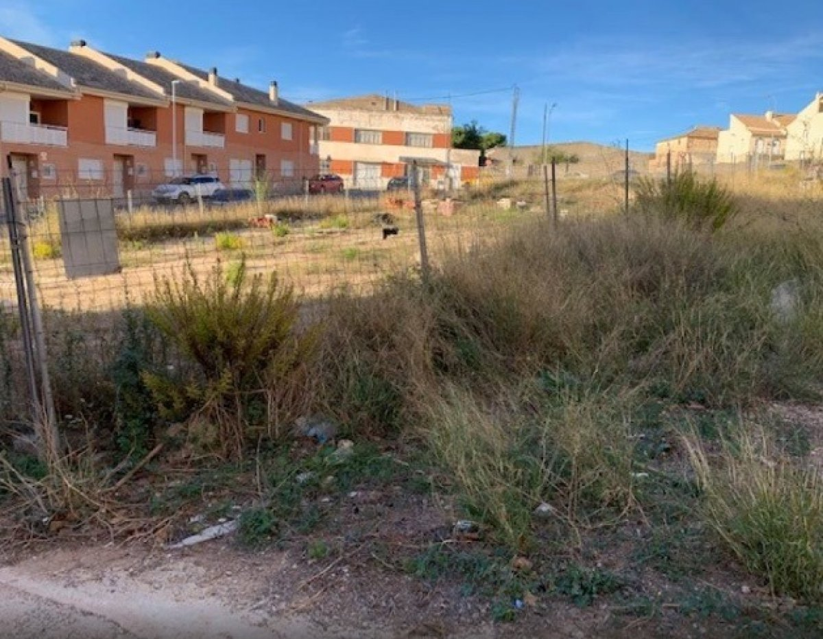 Solar para edificar en zona residencial de onil - imagenInmueble7