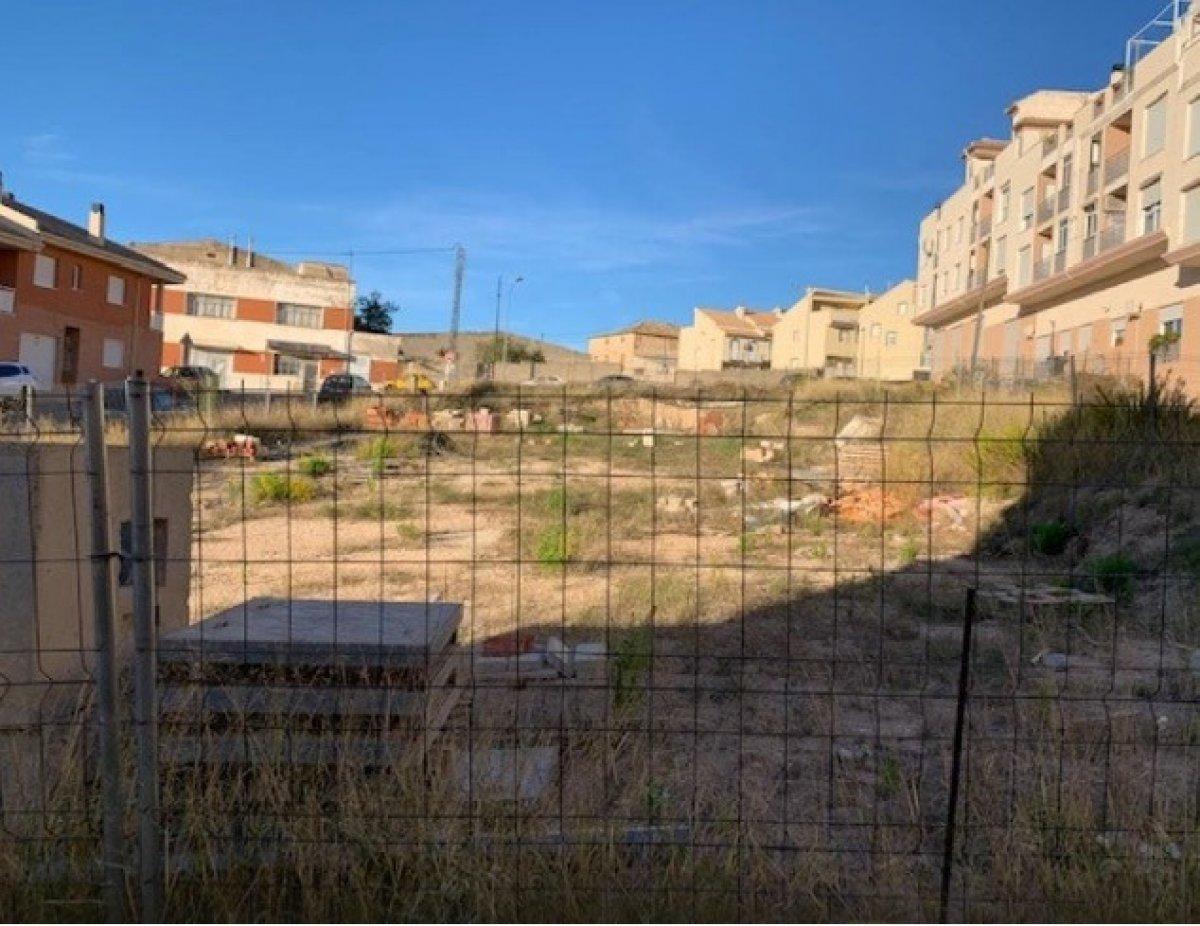 Solar para edificar en zona residencial de onil - imagenInmueble8