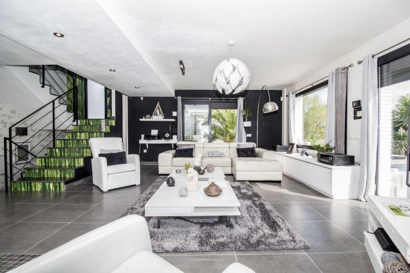 Casa exclusiva con piscina - imagenInmueble3