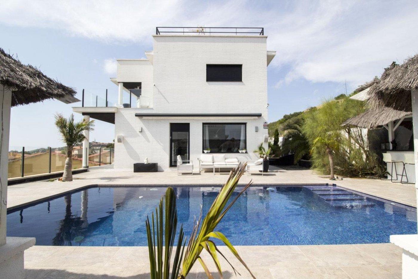 Casa exclusiva con piscina - imagenInmueble6