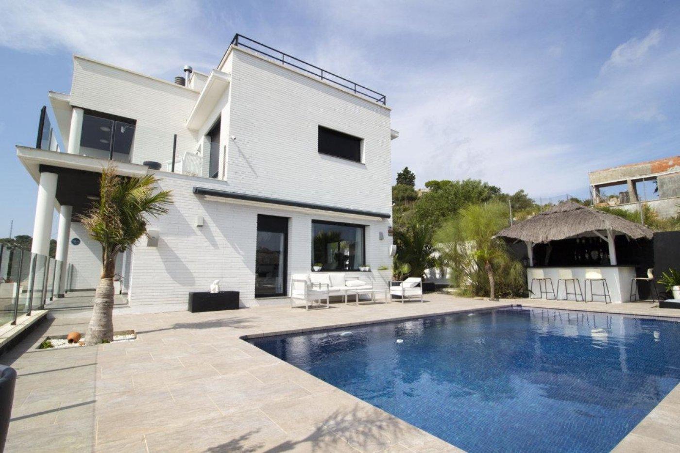 Casa exclusiva con piscina - imagenInmueble7