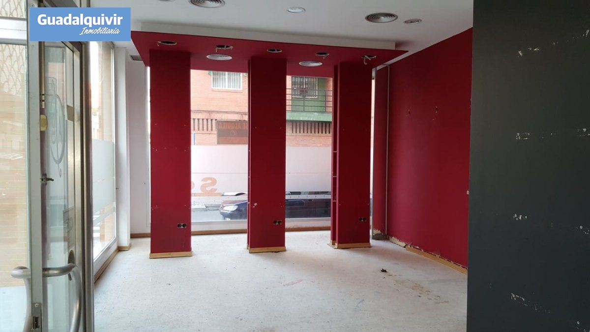local-comercial en sevilla · nervion 330000€