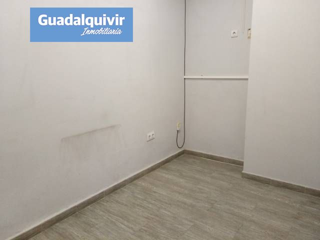 local-comercial en sevilla · gran-plaza-marques-de-pickman-ramon-y-c 72300€