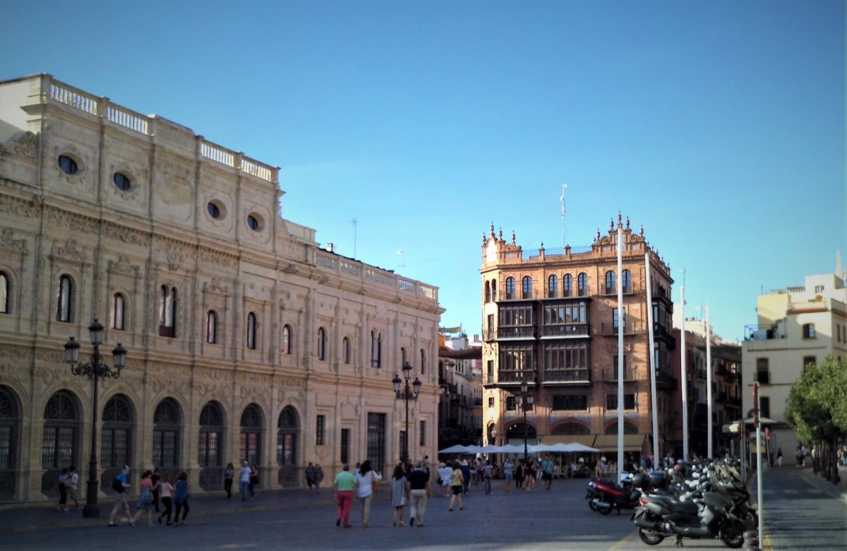 local-comercial en sevilla · centro 250000€