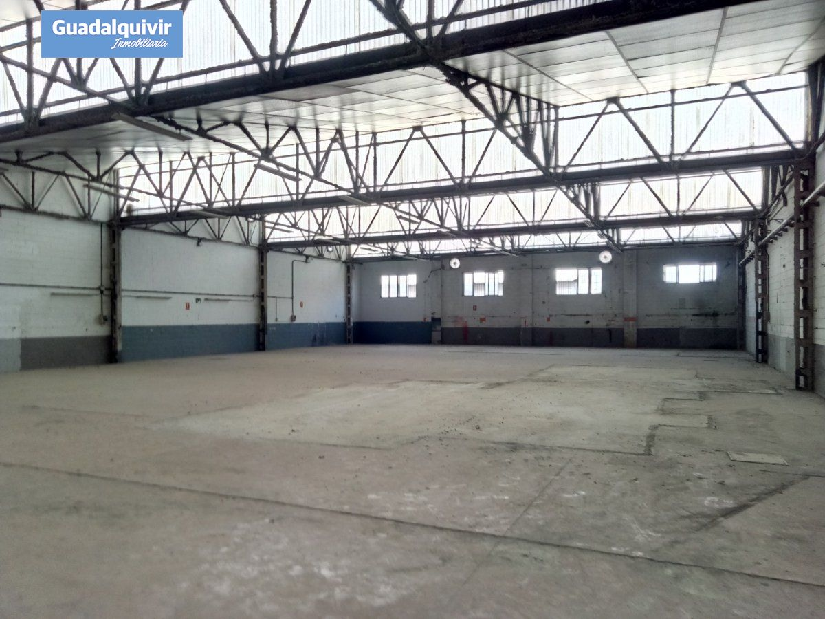nave-industrial en sevilla · gran-plaza-marques-de-pickman-ramon-y-c 550000€