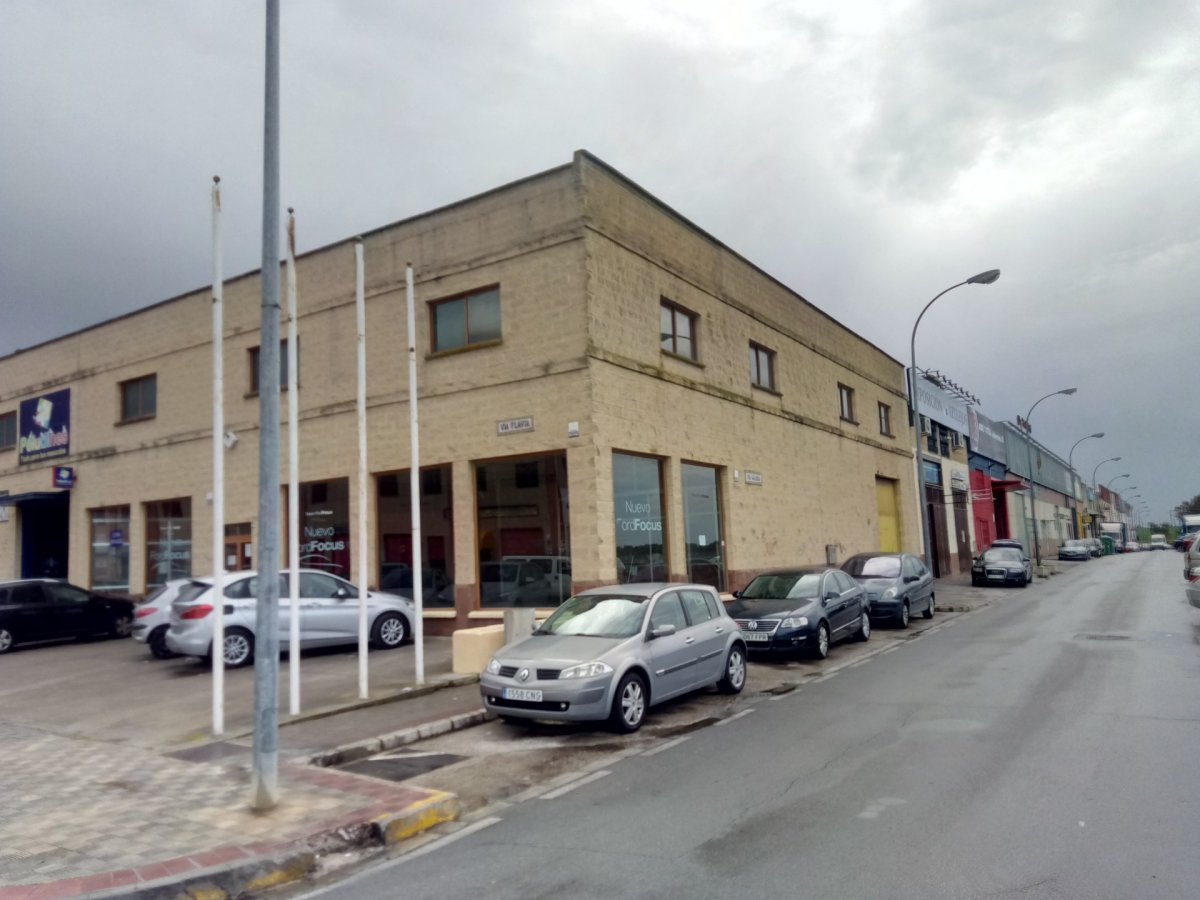 nave-industrial en montequinto · centro 0€