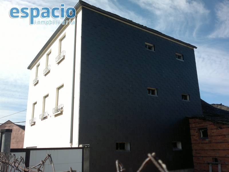Casa en venta con 245 m2,  en Noceda