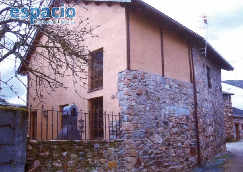 Casa en venta en Vega de Espinareda