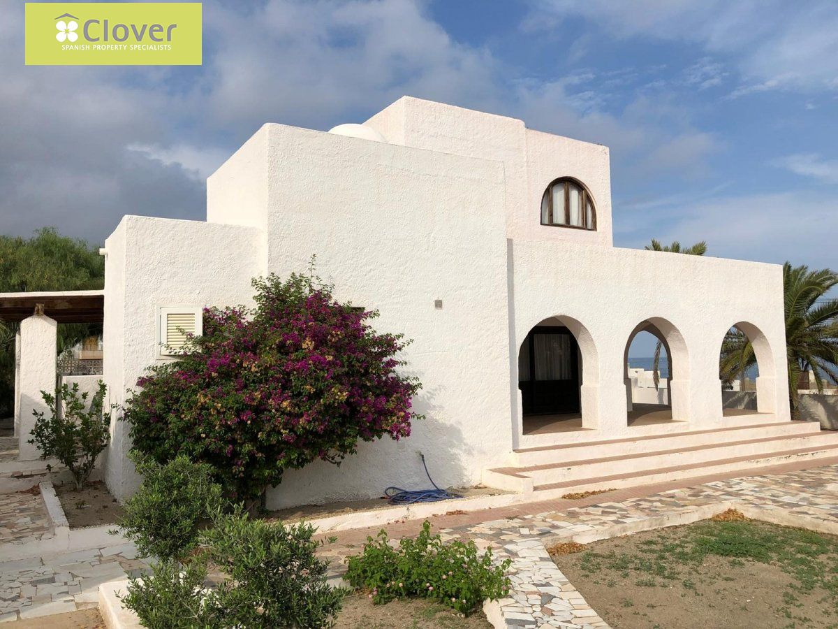 00018-6080: Villa in Carboneras