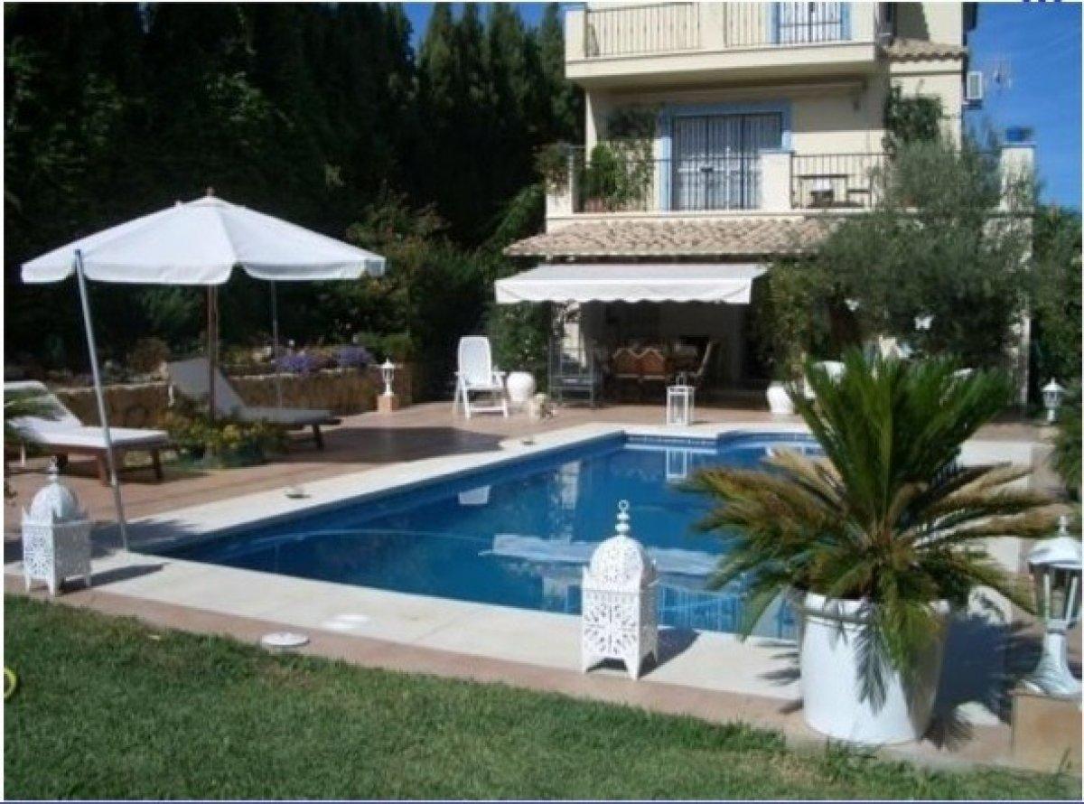 Villa en venta en Arena beach, Estepona
