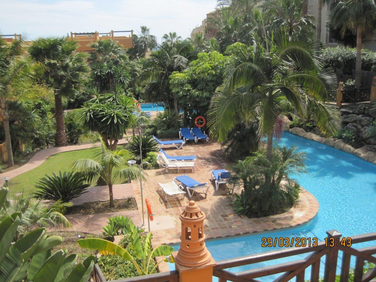 Apartamento en alquiler en Jardines de albahicín, Estepona