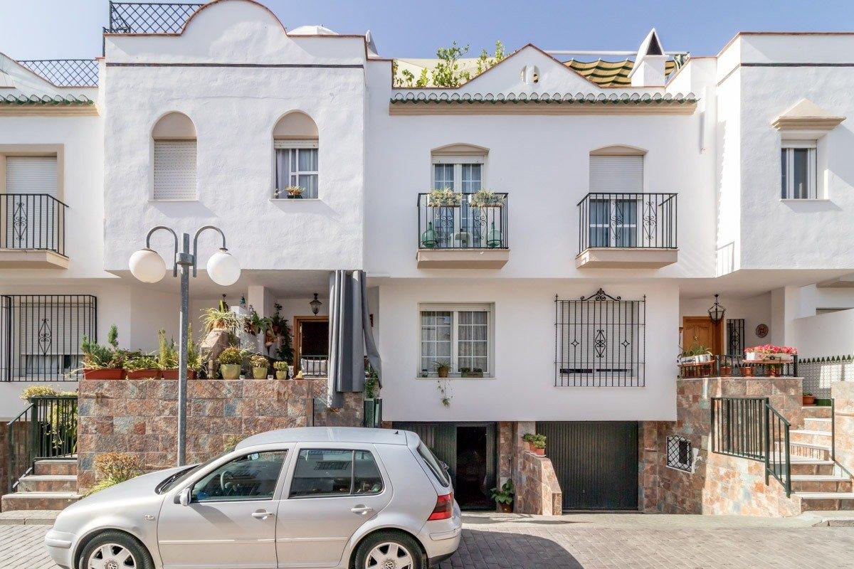 Adosada en Urbanización privada en Ogijares, Granada
