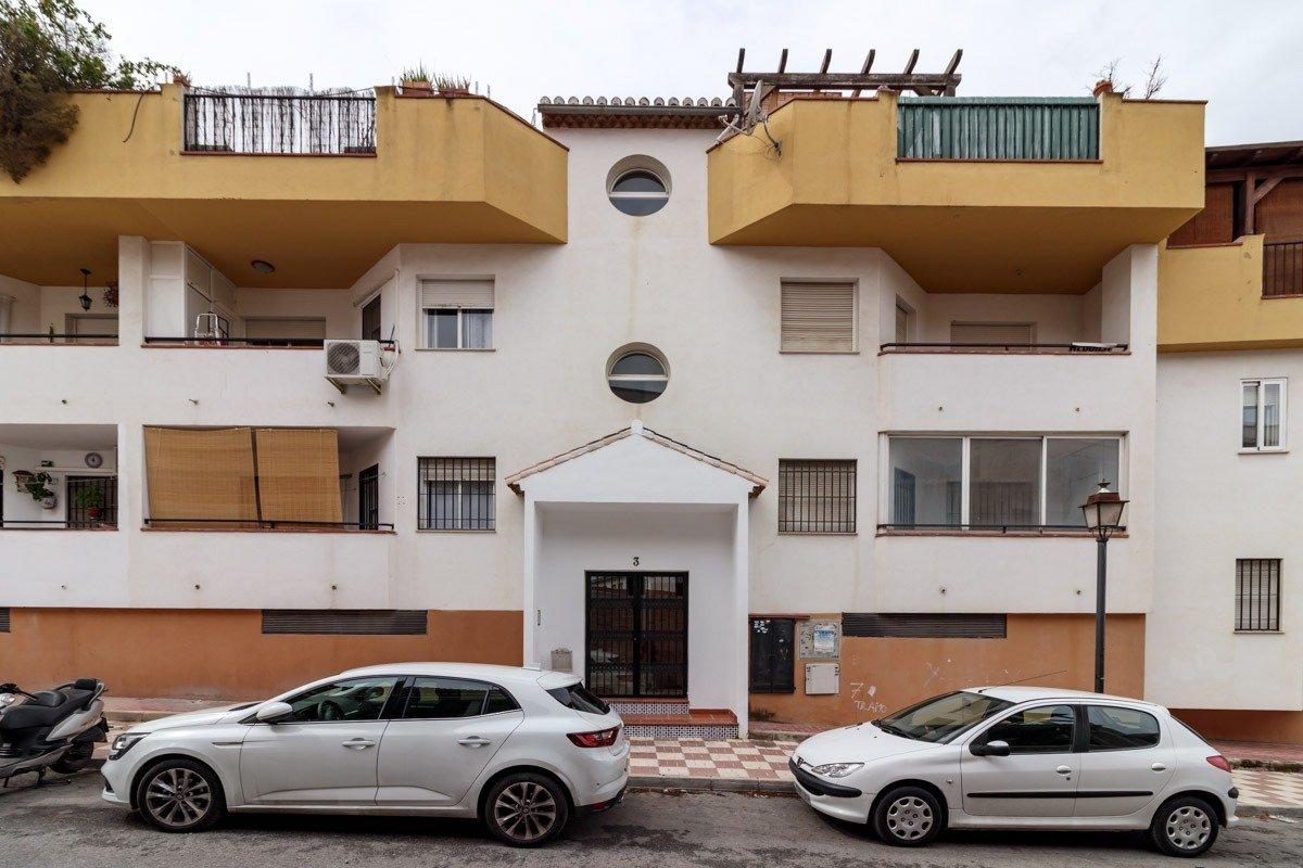 La Zubia, piso de 3 dormitorios en edificio con Piscina., Granada