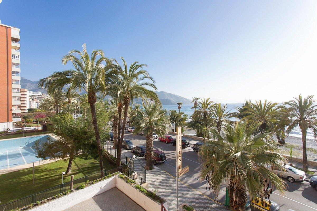Primerísima línea de playa, Granada