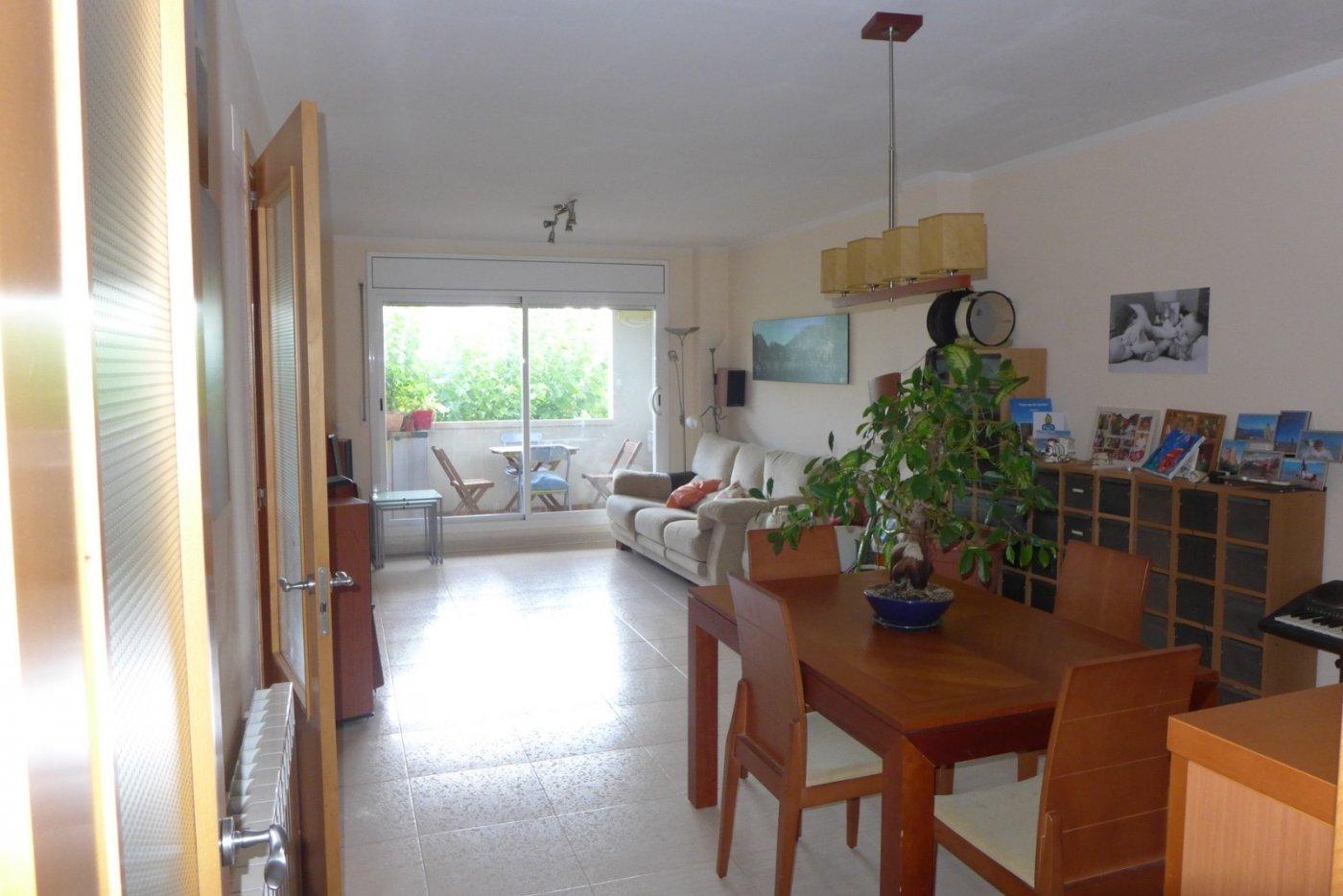Espectacular piso de 3hb, 2bñ, terraza, parking y trastero en Santpedor