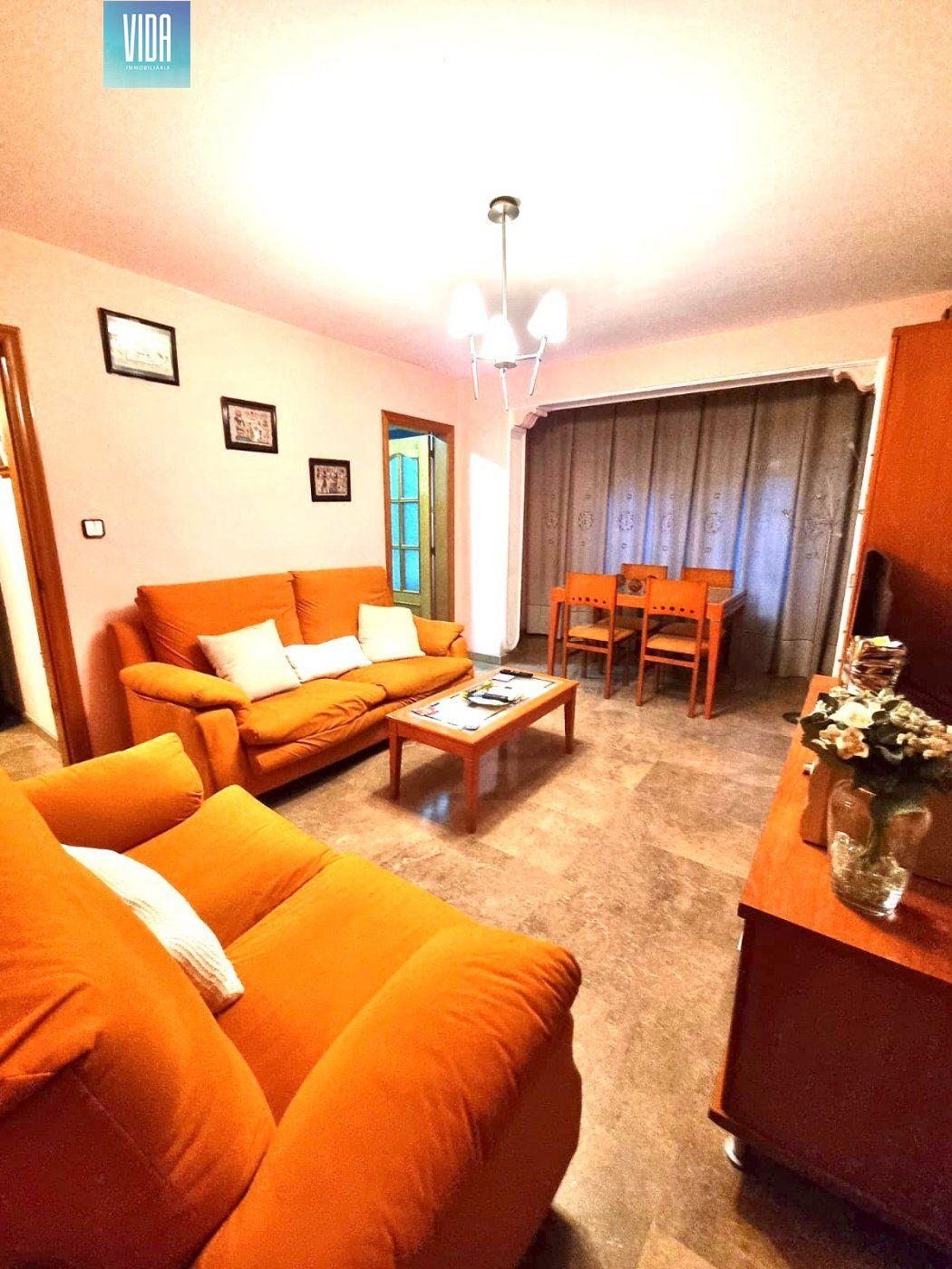 Piso luminoso en venta, de 3 habitaciones en Font dels capellans